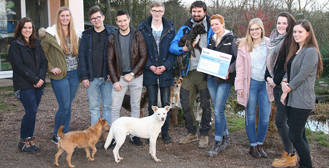 Leifheit-Azubis spenden 1.800 Euro an die Tierhilfe Lebenswert e.V.